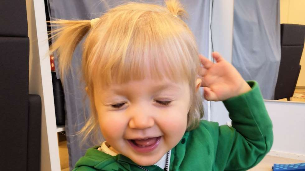 Lapsen nauru – mitäpä sen eteen ei tekisi? Ja toisaalta: useinkaan siihen ei ihmeitä tarvita.