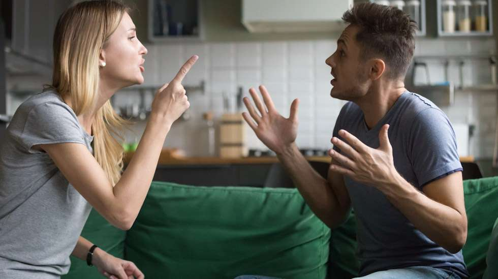 Syyttely ja tahalliset loukkaukset eivät kuulu rakentavaan riitelyyn. Kuva: iStock
