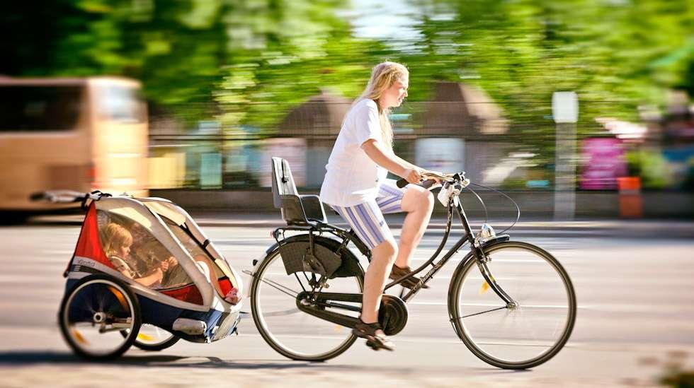 Lastenkuljetuskärryn valinnassa on monta huomioitavaa seikkaa, kuten turvallisuus, matkustusmukavuus ja helppokäyttöisyys.