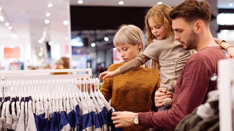 Pitääkö lapsen vaatteiden sopia yhteen? Tätä pohditaan Vau.fi-foorumilla. Kuva: iStock