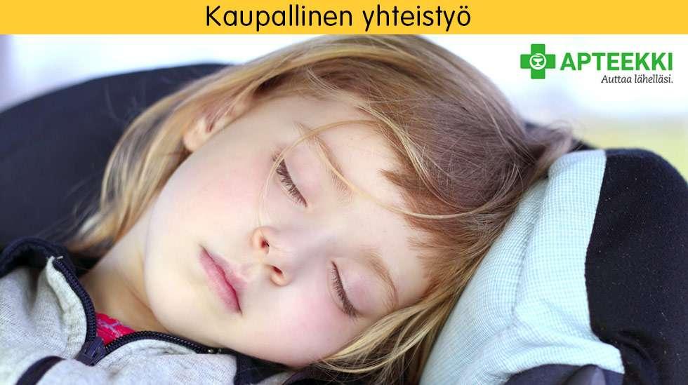 Hyödynnä mahdollisimman hyvin lasten luontainen uniaika matkustaessa – nukkuessa ei matkapahoinvointi kiusaa.