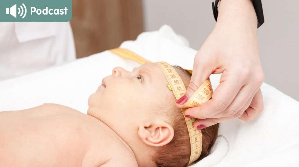 Vauvan pää kasvaa ensimmäisen elinvuoden aikana suhteellisen paljon, joten päänympäryksen mittaaminen on tärkeä osa neuvolassa käyntiä. Kuva: iStock
