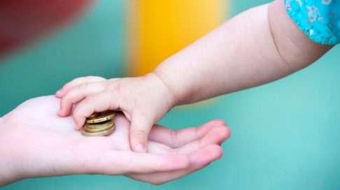Varhaislapsuuden aikainen köyhyys on yhteydessä esimerkiksi peruskoulun varaan jäämiseen, mielenterveysongelmiin, teiniraskauksiin ja rikoksiin. Kuva: iStock