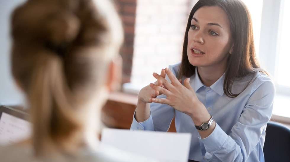 Työhaastattelussa saa kysyä vain työhön liittyviä tai työn kannalta tarpeellisia asioita – ei esimerkiksi yksityiskohtia hakijan yksityiselämästä. Kuva: iStock