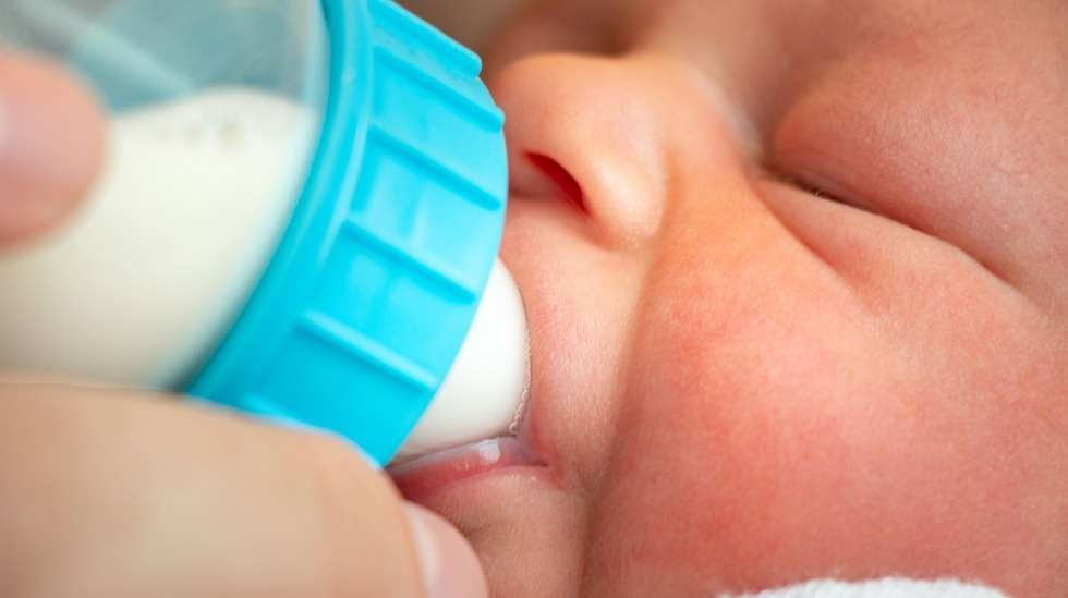 Väitöskirjan mukaan enemmän kuin joka viides vauva saa synnytyssairaalassa lisämaitoa. Kuva: iStock