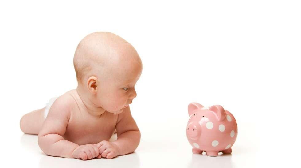 Lapsilleen säästää alle puolet vanhemmista. Syitä säästämättömyyteen ovat muun muassa rahan puute, säästämisen pitäminen tarpeettomana. Myös perheen koko vaikuttaa säästämisintoon. Kuva: iStock