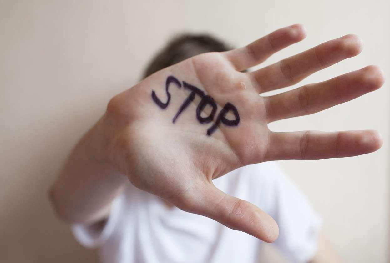 Jos koet väkivaltaa tai sen uhkaa, älä jää odottamaan tilanteen pahenemista. Kuva: iStock