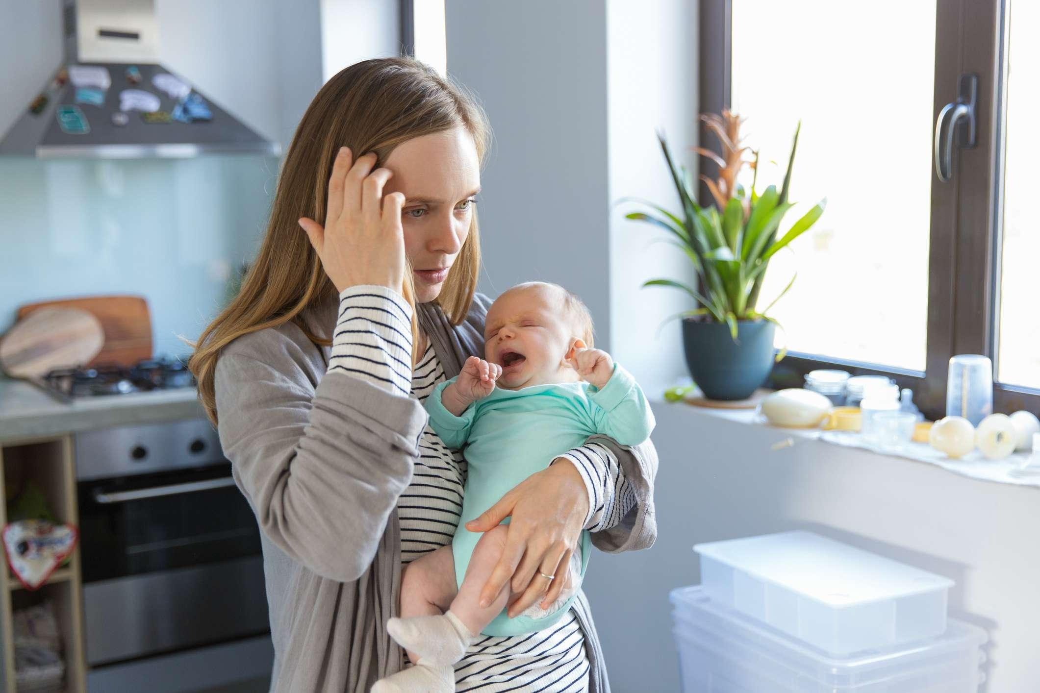 Käsittelemätön synnytyspettymys tai -trauma voi vaikuttaa muun muassa naisen kuvaan itsestään äitinä sekä äidin ja vauvan väliseen suhteeseen. Kuva: iStock