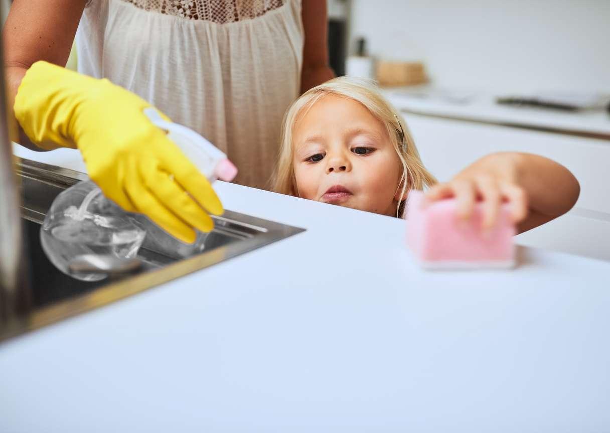 Pintojen huolellinen ja tiheä puhdistus on tärkeä osa bakteerien ja virusten torjuntaa. Kuva: iStock