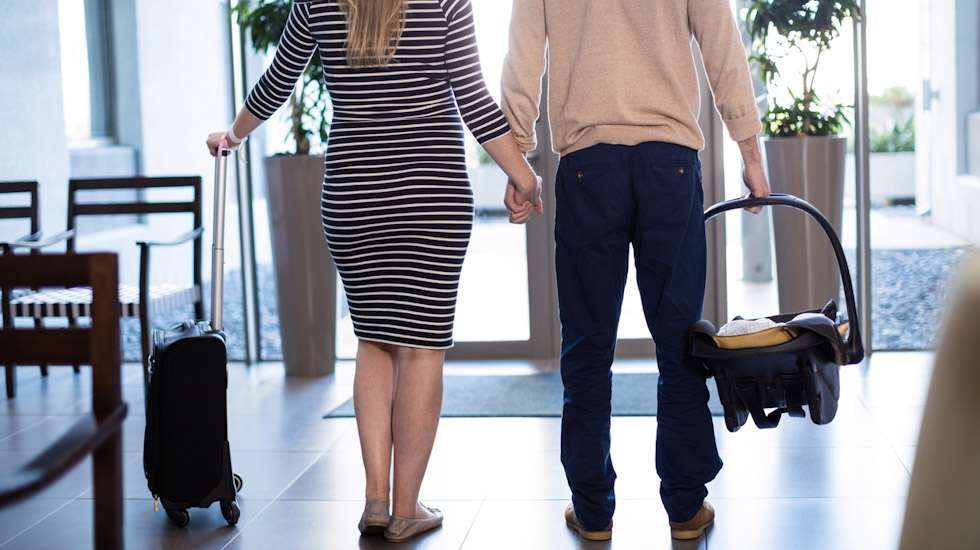 Pian synnytyksen jälkeen tapahtuva kotiutuminen tukee vanhempien ja vauvan varhaista vuorovaikutusta ja antaa perheelle mahdollisuuden osallistua vauvan hoitoon lapsentahtisesti. Kuva: iStock