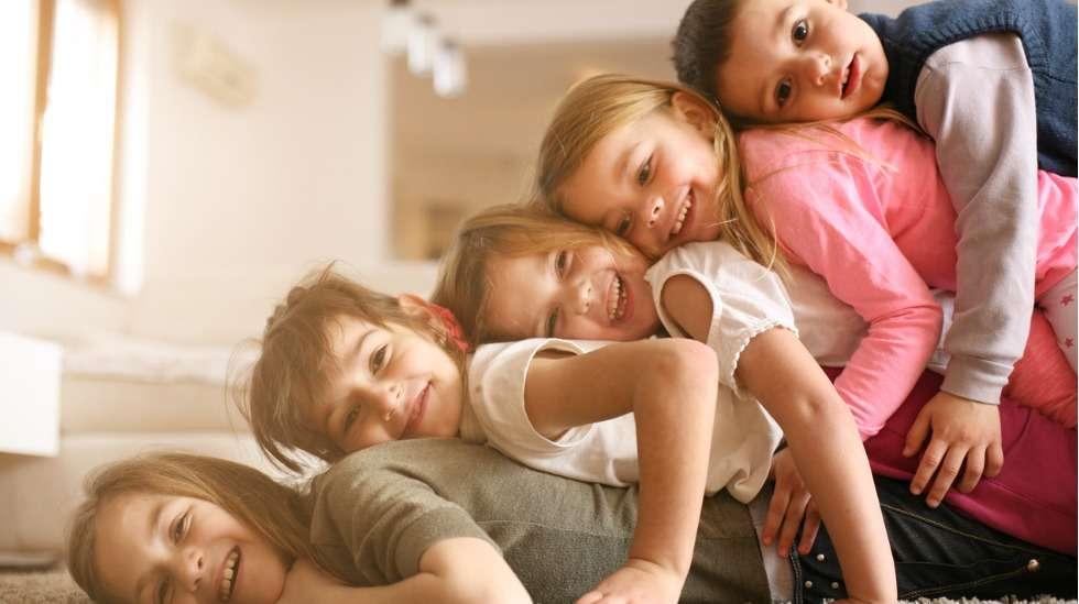 Neljä isosiskoa ja yksi pikkuveli – sattumaako vain, vai suunnittelun tulosta? Kuva: iStock