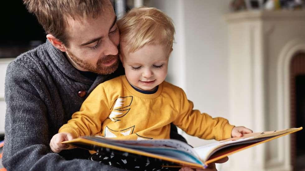 Isiä kehutaan muun muassa siitä, että nämä antavat aikaa lapsilleen. Kuva: iStock