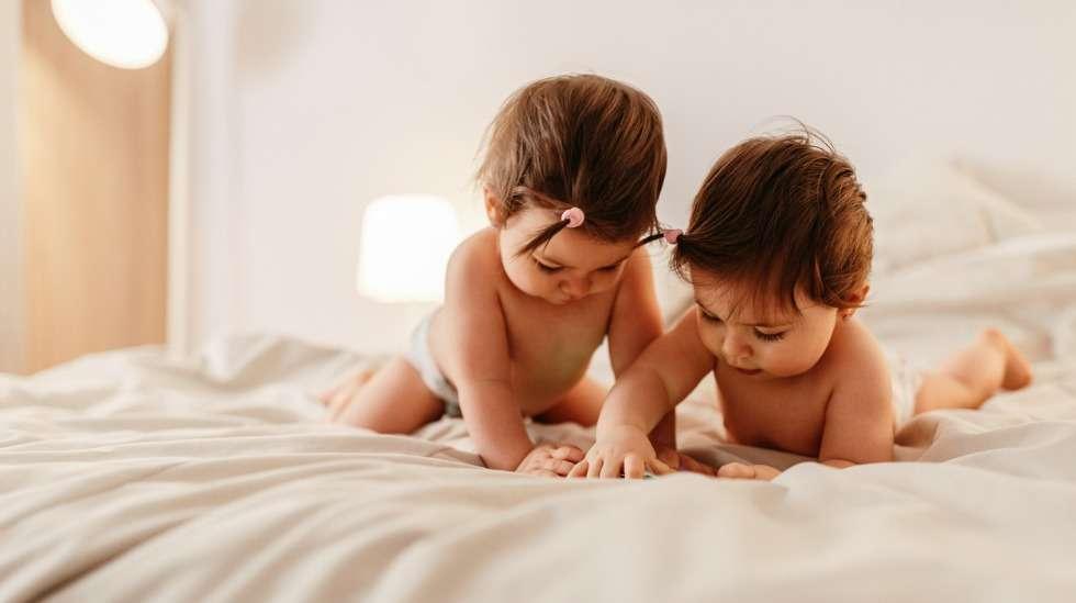 Kaksossynnytysten määrä lisääntyi kolmanneksella tutkimusjakson aikana – taustalla on lääketieteellisesti avustettuje raskauksien yleistyminen. Kuva: iStock